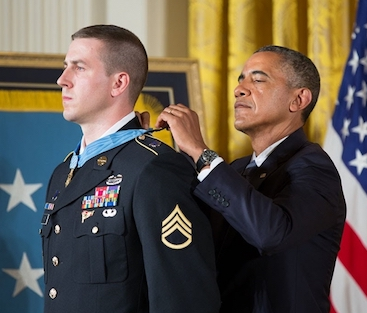 Pitts receiving Medal of Honor from President Obama