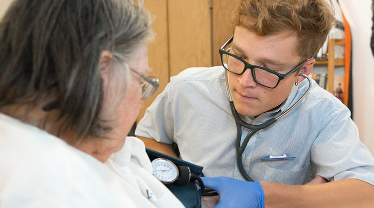 Nursing student cares for patient in community-based clinical setting