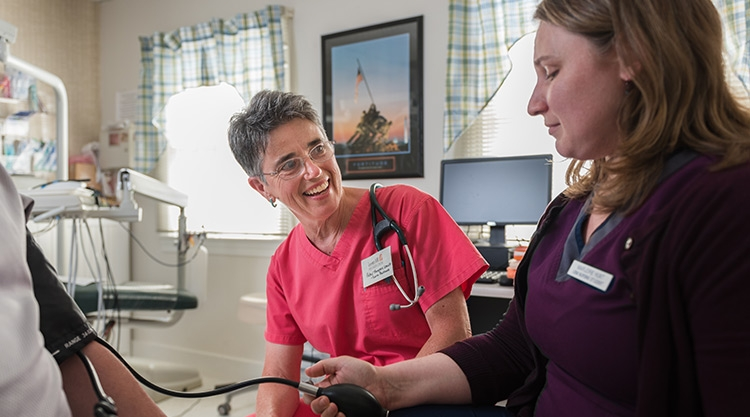 Graduate faculty member and student care for patient in community-based clinical