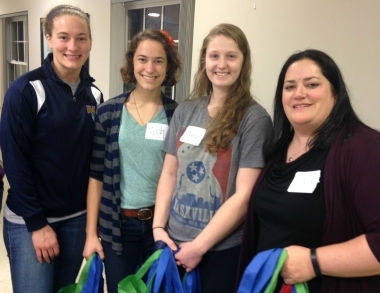 Students volunteer at food pantry