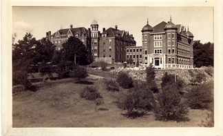 Gorham Orchard in front of Robie Andrews Hall, 1916